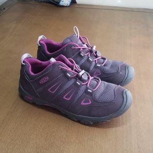 Keen big kids oakridge hiking sneaker size 6